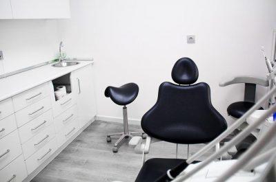 Gabinete-negro-clinica-dental-miradent
